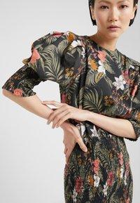 Rebecca Minkoff - GENEVA DRESS - Vapaa-ajan mekko - black/multi - 4