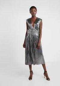 Rebecca Minkoff - BRIELLA DRESS - Vestido de cóctel - silver - 0