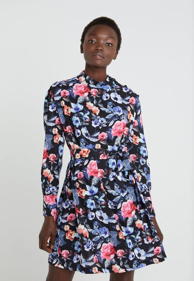 TRUDY DRESS - Denní šaty - multi