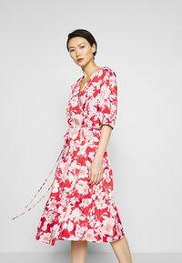 Rebecca Minkoff - MARY DRESS - Hverdagskjoler - red multi - 0