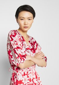 Rebecca Minkoff - MARY DRESS - Hverdagskjoler - red multi - 4