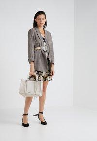 Rebecca Minkoff - REGAN SATCHEL TOTE - Handbag - putty - 1