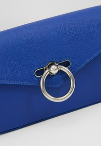 Rebecca Minkoff - JEAN BELT BAG CAVIAR - Heuptas - bright blue - 6