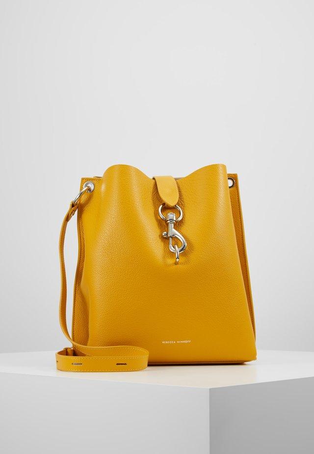 MEGAN SHOULDER BAG PEBBLE - Handbag - tumeric