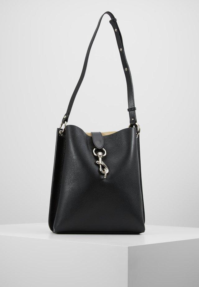 MEGAN SHOULDER BAG PEBBLE - Käsilaukku - black