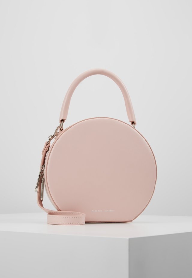 CIRCLE BAG CROSSBODY  - Axelremsväska - rosewood