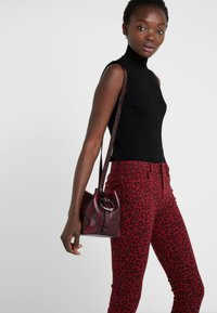 Rebecca Minkoff - MINI KATE BUCKET PYTHON - Handbag - pinot noir - 1