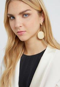 Rebecca Minkoff - DOUBLE MEDALLIAN DROP EARRING - Earrings - gold-coloured - 1