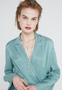 Rebecca Minkoff - PAVÉ BALL LAYERED NECKLACE - Necklace - gold-coloured