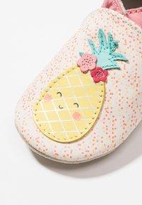 Robeez - SWEET PINAPPLE - Chaussons pour bébé - blanc casse - 2