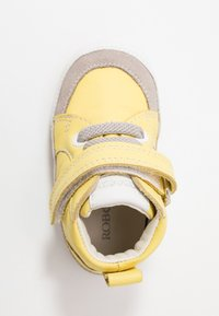 Robeez - MIGOLO - First shoes - jaune - 1