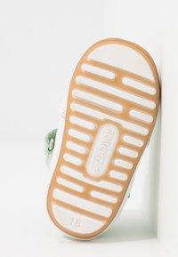Robeez - MIGOLO - Chaussons pour bébé - vert clair - 4