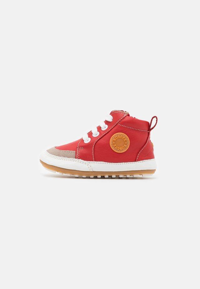 MIGO - Baby shoes - rouge