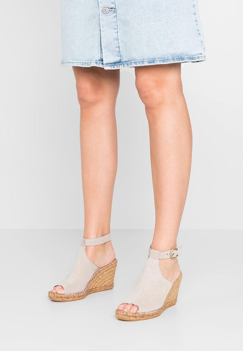 Royal RepubliQ - WAYFARER WEDGE - High heeled sandals - ivory/sand