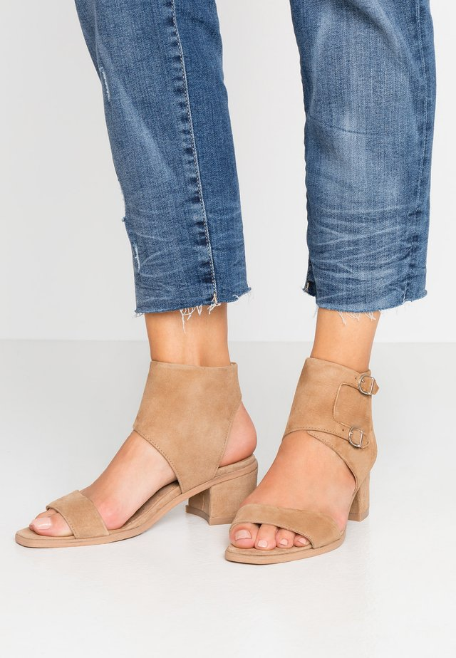 TOWN MONK - Sandals - camel