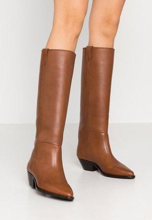 HUNTER HIGH BOOT - Boots - caramel