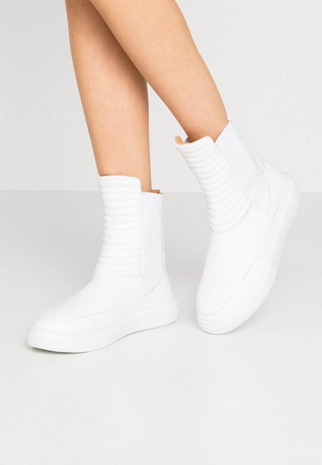 COSMOS CHELSEA - Classic ankle boots - white