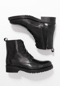 Royal RepubliQ - AVE LACE UP BOOT - Botines con cordones - black - 3