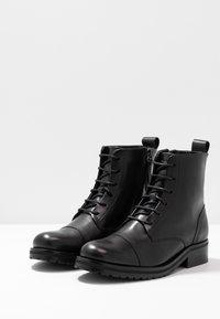 Royal RepubliQ - AVE LACE UP BOOT - Botines con cordones - black - 4