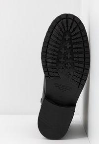 Royal RepubliQ - AVE LACE UP BOOT - Botines con cordones - black - 6