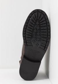 Royal RepubliQ - AVE LACE UP BOOT - Botines con cordones - brown - 6