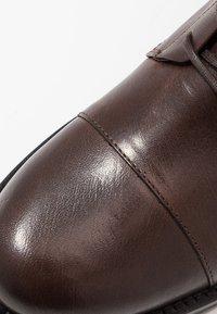 Royal RepubliQ - AVE LACE UP BOOT - Botines con cordones - brown - 2