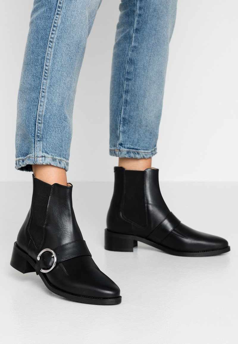 Royal RepubliQ - ELITE BUCKLE CHELSEA - Kotníkové boty - black