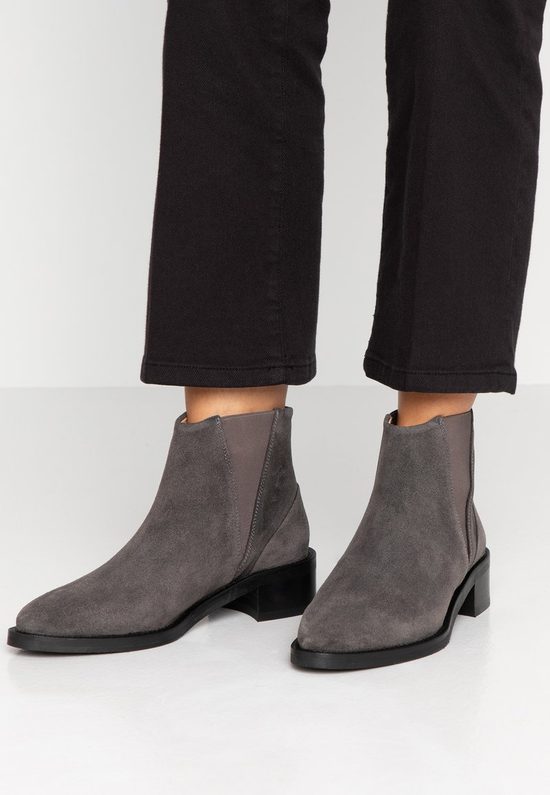 Royal RepubliQ - ELITE CHELSEA - Ankle boots - anthracite