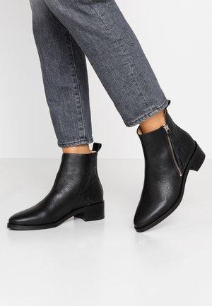ELITE WILDFLOWER BOOT - Kotníkové boty - black