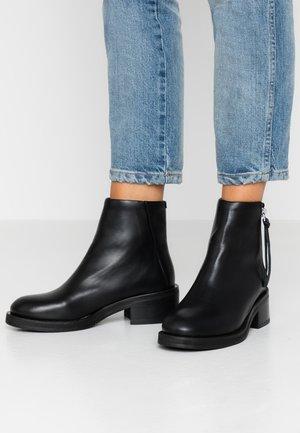 DISTRICT  - Kotníkové boty - black