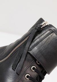 Royal RepubliQ - DISTRICT MONK LACE UP BOOT - Botines con cordones - black - 2