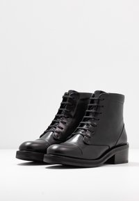Royal RepubliQ - DISTRICT LACE UP BOOT - Botines con cordones - black - 4