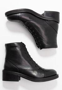 Royal RepubliQ - DISTRICT LACE UP BOOT - Botines con cordones - black - 3
