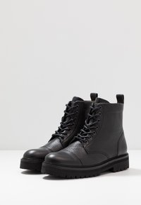 Royal RepubliQ - AVE HIKER LACE UP BOOT - Botines con cordones - black - 4