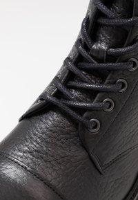 Royal RepubliQ - AVE HIKER LACE UP BOOT - Botines con cordones - black - 2