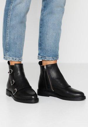 BORDER DANDY MONK BOOT - Kotníková obuv - black