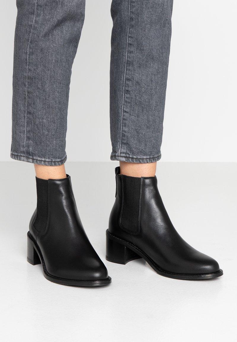 Royal RepubliQ - TOWN CHELSEA - Ankle boots - black
