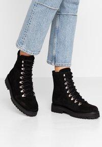 Royal RepubliQ - AVE HIKER OXFORD COMBAT BOOT - Lace-up ankle boots - black - 0