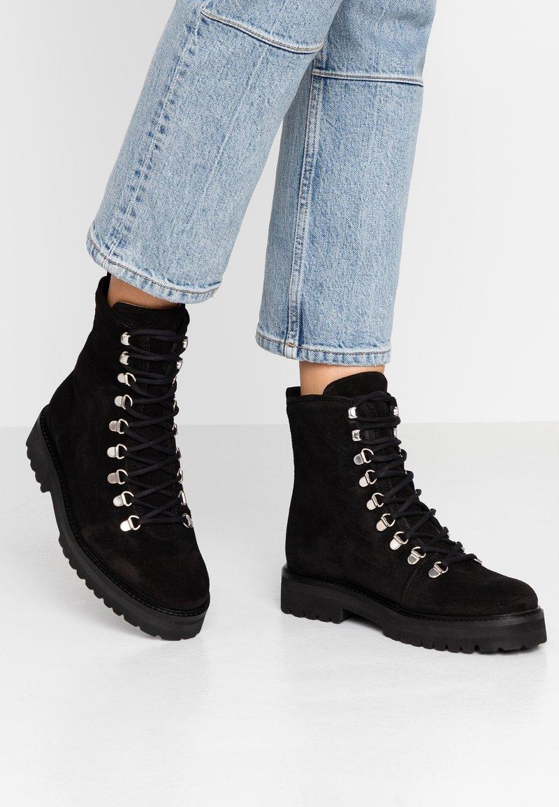 Royal RepubliQ - AVE HIKER OXFORD COMBAT BOOT - Lace-up ankle boots - black