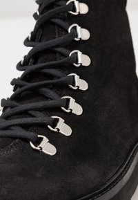 Royal RepubliQ - AVE HIKER OXFORD COMBAT BOOT - Lace-up ankle boots - black - 2