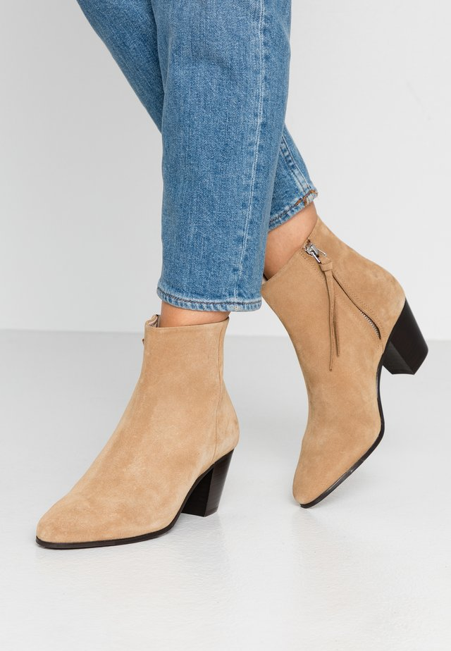 AVENUE - Ankle boots - camel