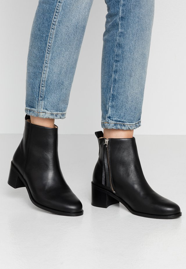 TOWN - Ankle boots - black