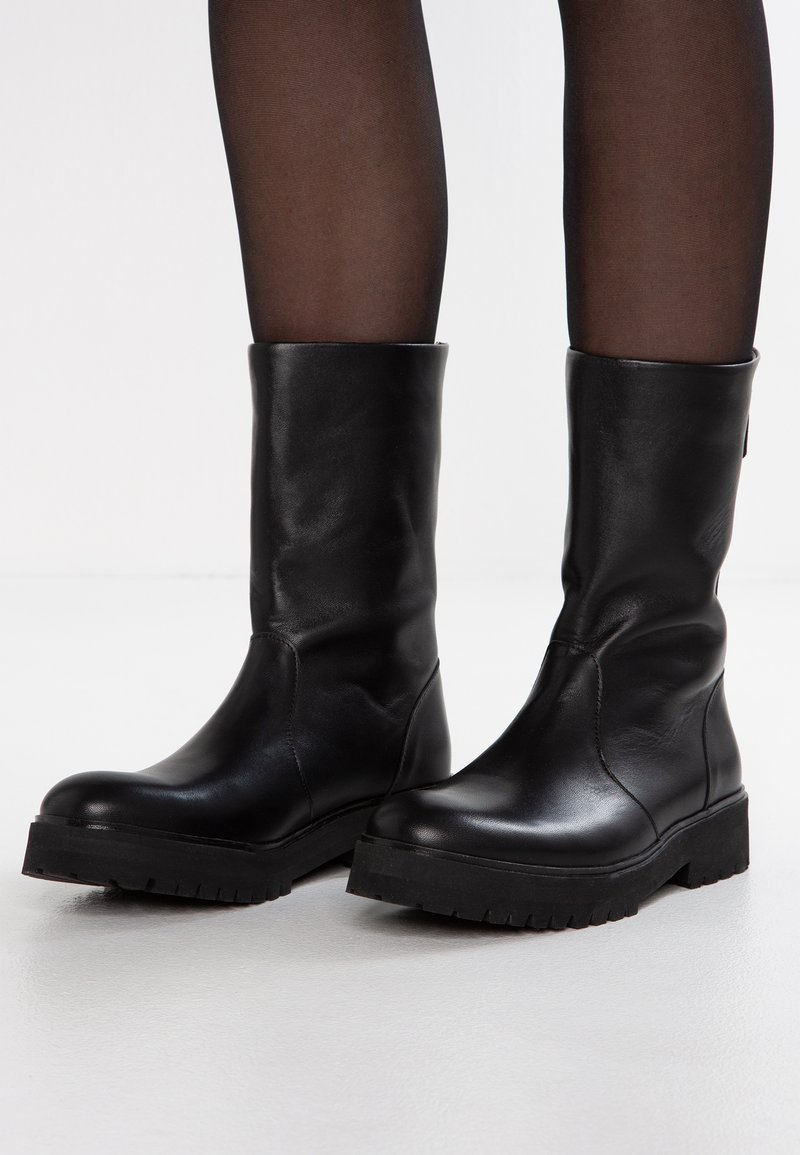 Royal RepubliQ - AVE HIKER HI BOOT - Klassiska stövlar - black