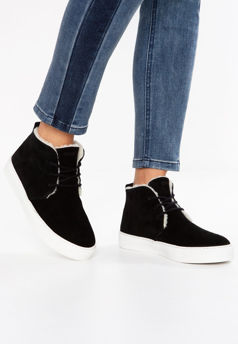 Royal RepubliQ - ELPIQUE CHUKKA - High-top trainers - black