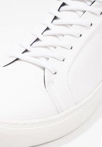Royal RepubliQ - SPARTACUS - Matalavartiset tennarit - white - 5
