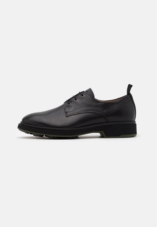 DEFENDER DERBY SHOE - Snøresko - black