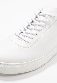 Royal RepubliQ - SPARTACUS OXFORD - Sneakers basse - white - 5