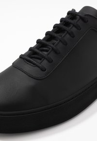 Royal RepubliQ - DORIC OXFORD SHOE - Sneakers basse - black - 5