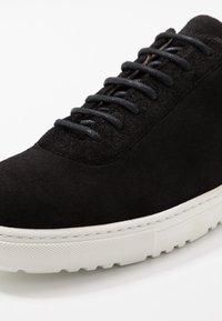 Royal RepubliQ - SPARTACUS HIKER OXFORD SHOE - Sneaker low - black - 5