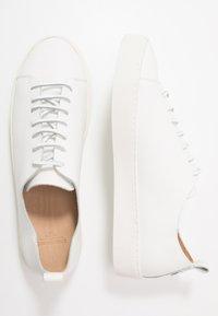 Royal RepubliQ - DORIC DERBY - Tenisky - white - 1